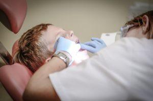 Les symptômes du bruxisme à vérifier chez un dentiste insiste Yann Guez