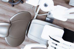 Yann Guez : Pourquoi les adultes devraient porter un appareil dentaire