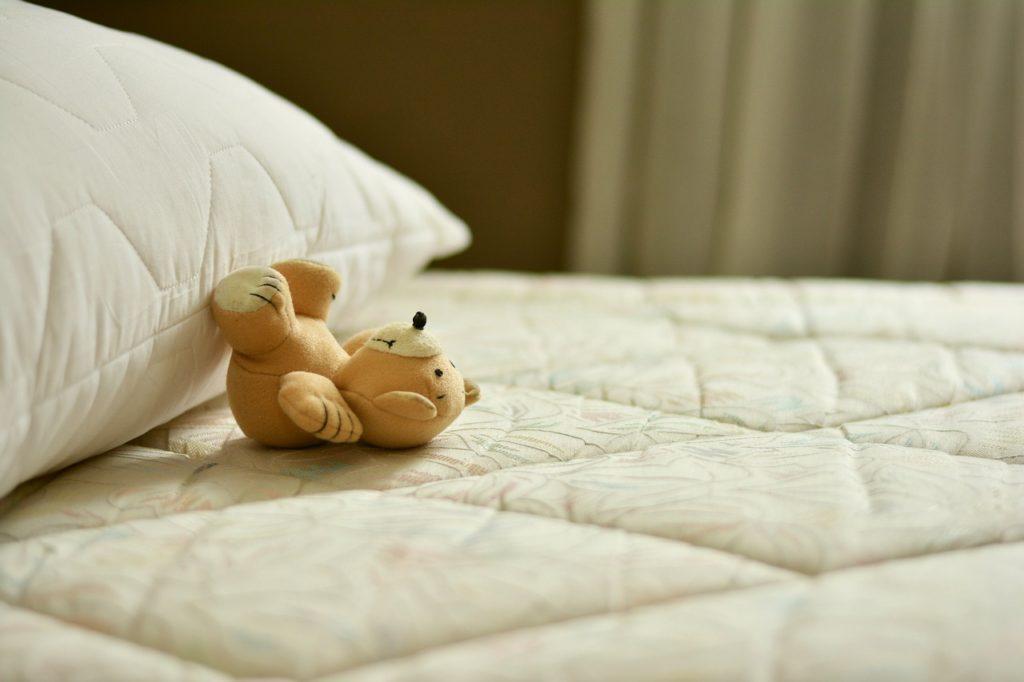 lit d'enfant vide