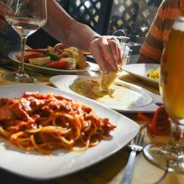 3 raisons de se faire livrer des plats de restaurants à domicile